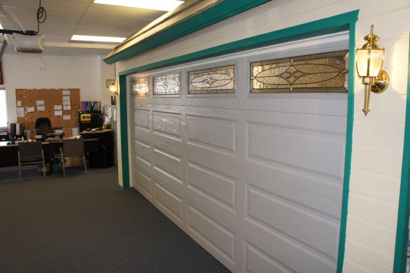 Garage door showroom in bakersfield ca king door company for Garage door repair bakersfield ca